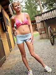 Czech teen pornstar Pinky June stripping in rancho