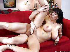 Alia Janine saggy tits mom
